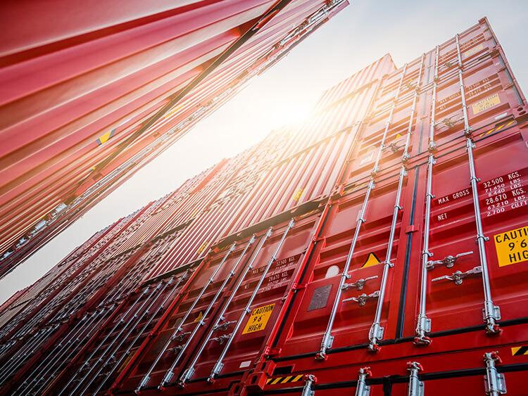 Transport kontenerowy – załadunek kontenera ogólnego przeznaczenia