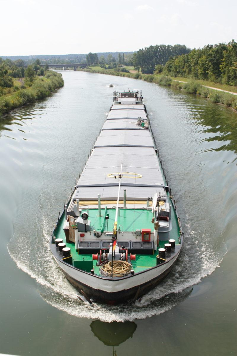 Na czym polega transport morski i jakie są jego zalety?